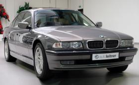Това BMW 750i Executive струва 40 хил. лв., с 11 хил. по-малко от чисто ново Серия 1. Кое бихте взели?