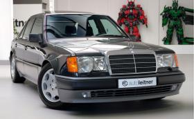 Този 26-годишен Mercedes-Benz W124 се продава за 272 хил. лв.