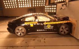 Гледайте как EuroNCAP смазва 4 броя Porsche Taycan. Видео