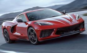 Новият Chevrolet Corvette C8 Stingray идва с централно разположен V8 с 495 коня, квадратен волан и базова цена от под $60k
