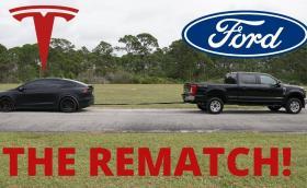 Нов дуел: Ford F-250 4х4 дизел срещу Tesla Model X. Видео