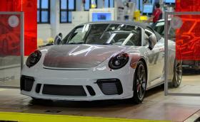 Тази красавица е последният екземпляр Porsche 911 от поколение 991
