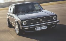 Вълкът в заешка кожа: Помните ли този VW Golf I с V8 двигател от Porsche 928?