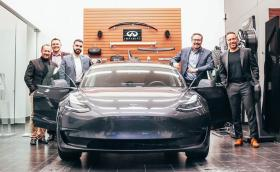 Лоялен клиент нa Infiniti в Канада поиска електрически автомобил. Японците му продадоха Tesla Model 3
