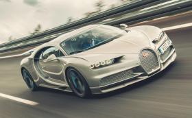 Вижте как Bugatti Chiron Sport вдига 420 км/ч. Кара го гл. редактор на TopGear