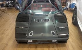 Lamborghini Countach с 'V12' от... Mercedes-Benz и бъбреци от BMW