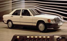 Mercedes-Benz 190: как е разработван и тестван култовия модел. Видео