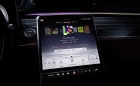 Mercedes представи второто поколение MBUX в S-класата. Умният софтуер е писан в България