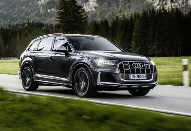 Няколко месеца по-късно Audi вече предлага SQ7 и SQ8 и с бензинов V8