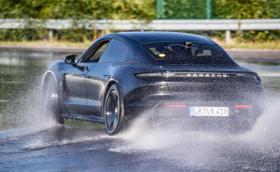 Нидерландец постави нов рекорд за дрифт с електричка. Колата е Taycan!