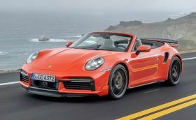 Porsche вади 911 Turbo S с пакети Sport Design и Lightweight