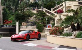 Вижте как Льоклер хвърчи сам по улиците на Монте Карло с Ferrari SF90 Stradale