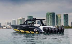 Какво ще кажете за AMG с 6 броя 4,6-литрови извънбордови V8 с обща мощност 2700 к.с.?