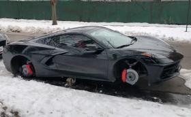 Corvette C8 остана по корем, свиха му джантите