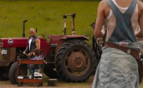 Бързи и яростни 9: Дом живее на село и поправя трактора. Сериозно!
