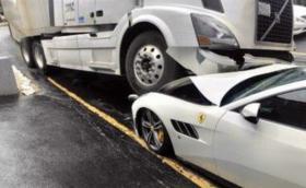 Шофьор на камион смачка Ferrari-то на шефа си на четвъртия си работен ден