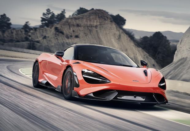 И какво е това, McLaren? 765 LongTail няма климатик и подлакътник! Сигурно затова не ги карат много...