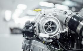 AMG въвежда електрическо турбо