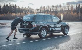 Финландец от град Нокия счупи рекорда за най-бързо бутане на кола. 2,1-тонен Saab, разбира се...