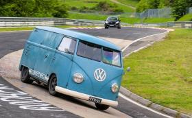 """""""Нюрбургринг"""" отваря врати за Touristenfahren, ако намерите начин да стигнете до Германия"""