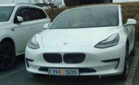 Защо!? Собственици на Model 3 поставят решетки от BMW и Audi