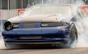 Този стар и изродски Ford Taurus SHO разцепва с 1/4 миля за 8,967 секунди!. Видео