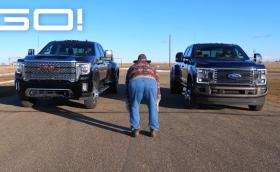 Драг по американски: Дизелови V8 камионетки в състезание за скорост. WTF?