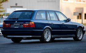 Това BMW M5 Touring E34 се продава. Колко най-много бихте дали за него?