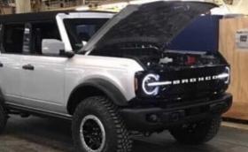Ford Bronco се появи неофициално - изглежда познато и добре