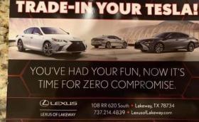 Lexus към клиенти на Tesla: Поиграхте си, сега по-сериозно