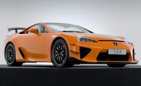 Lexus е продал три чисто нови... 7-годишни LFA през миналата година