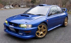 Това е бивше състезателно WRC Subaru Impreza 22B, превърнато в шосейно. Видео!
