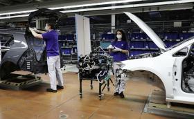 Volkswagen започва постепенно да възобновява производството си по света