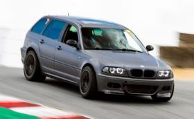 Това BMW 323i Touring е с над 900 коня от 3-литров Toyota 2JZ мотор