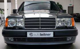 Кандидати за този Mercedes-Benz 500Е 6.0 с махагонова Nokia 6080? Продава се за 272 хил. лв.