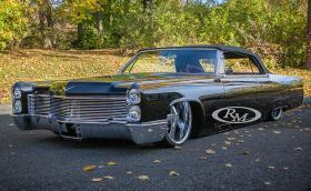 Колко давате за този 1966 Cadillac DeVille Convertible Custom със 7-литров V8?