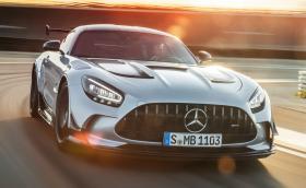 Mercedes-AMG GT Black Series разцепва мрака със 730 коня и брутално аеро!