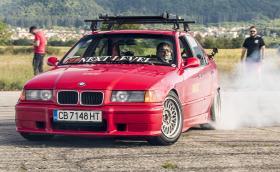 BMW 325i E36 разцепва M3 F80? Видео!