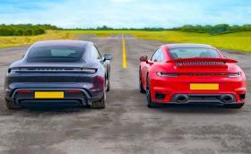 Porsche Taycan Turbo S срещу Porsche 911 Turbo S. Видео!