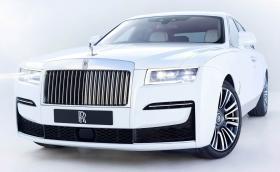 Негово величество Rolls-Royce Ghost: призрачно тих с 570 к.с. и 4x4