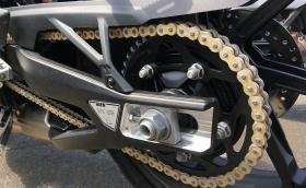 BMW пускат мотоциклетна верига с диамантено покритие, която не се нуждае от смазка