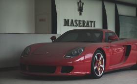 Това Porsche Carrera GT е зарязано в изоставен шоурум, вече 8-ма година