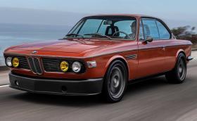 Това прекрасно 1974 BMW 3.0 CS е на Робърт Дауни Джуниър. Моторът е от М5
