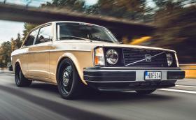 Volvo 242 с почти 740 коня и цвят на слухов апарат