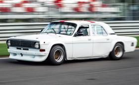 Волга ГАЗ-24: от стоянката за такси до състезателната писта
