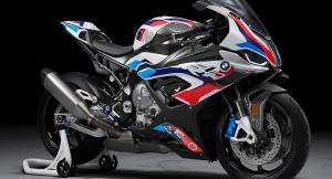 BMW M 1000 RR е първият М мотор на марката. Мощен е 212 коня и има крила
