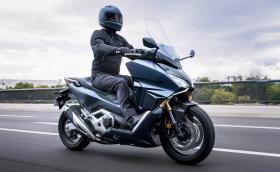Honda Forza 750 е чисто нов скутер с 59 коня и скоростна кутия с два съединителя