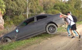 Арестуваха британски влогър, защото изхвърли BMW 3-Series в канавка в Испания. Видео