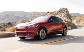 Първи тестове на Ford Mustang Mach-E! Трябва ли да се плаши Tesla Model Y?