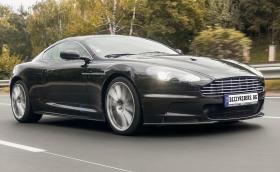 Караме внушителния Aston Martin DBS с 517 к.с. и ръчни скорости! Видео!